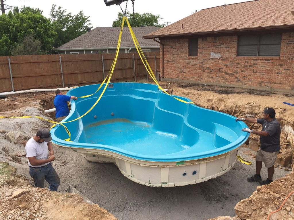 Pros and Cons of a Fiberglass Pool
